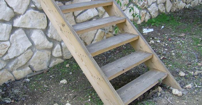 Reuse Old Ladders For Plant Pots