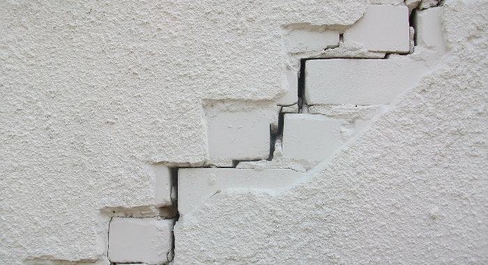 Stepped Crack Subsidence