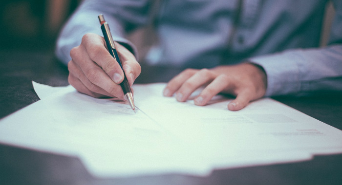 Can a letting agent sign on behalf of a landlord?