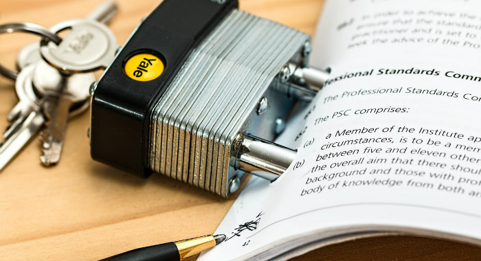 Contract analysis is the premisse for the solicitor's work.