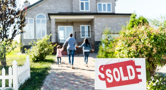 There are several reasons to sell a house, and being on a hot market is definitely one of them.